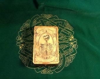 Memento mori tarot box