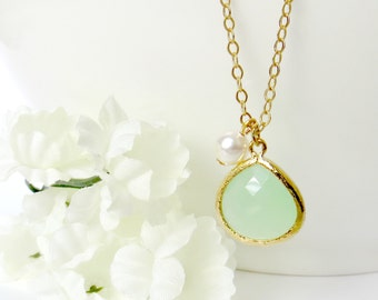 Green Necklace, Green Pendant, Necklace for Mom, Mothers Day Gift, Mother Necklace Gift, Bridesmaid Necklace, Gift for Best Friend