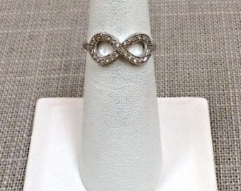 Vintage 925 Sterling Silver Women's Ring With Small Stones!!  Size 6  Free US First Class Shipping!!!