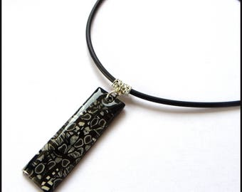Pendentife stroppel fimo resin black and white polymer clay necklace