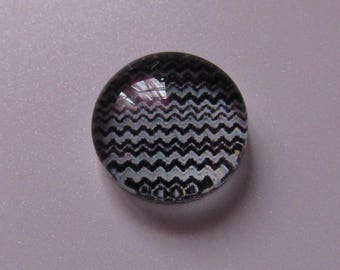 2 glass cabochons 10mm in diameter black and white zig zag