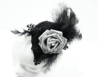 Black silver glitter roses fascinator / schwarzer kleiner Fascinator mit silber glitter Rose und Federzier