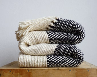 Chunky knit blanket, Boho bedding wool woven throw blanket, Cozy Blanket, Black and white couch cover by Texturabledecor