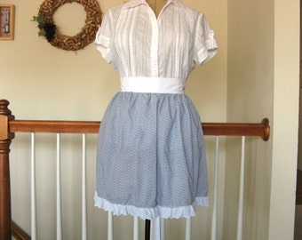 Half Apron with Vintage Red White and Blue Flower Pattern and White Eyelet Lace Trim