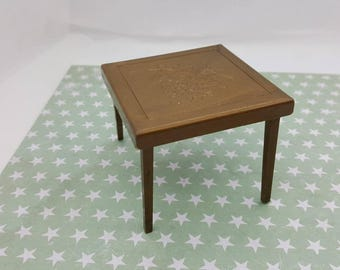 Renwal Card and Games Table Folding   Toy Furniture Doll House mint condition Card table Gold Color