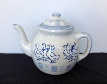 Louisville  Stoneware Gaggle of Geese Teapot with Lid