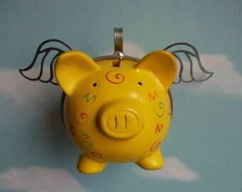Flying Pig jaune vif avec marron, orange et vert Designs
