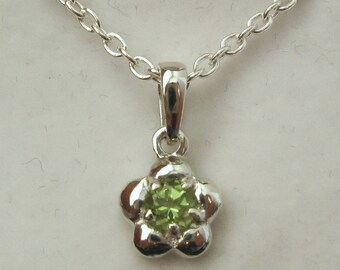 Genuine SOLID 925 Sterling Silver August Birthstone Daisy Peridot Pendant