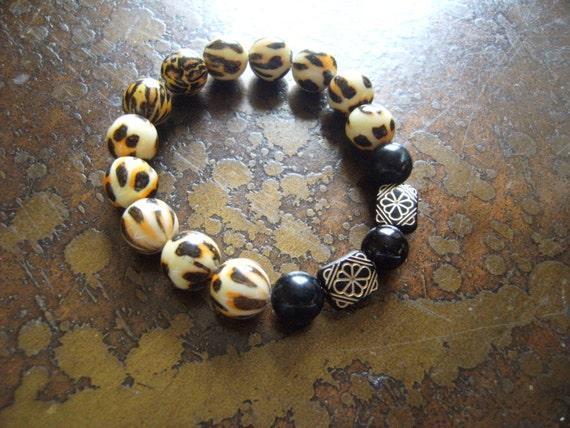 Animalistic Glass and Acrylic Beaded Stretch bracelet