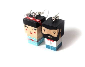 """Boucles d'oreilles poupées cubiques MADAMMAG """"petit couple hipster + pin up bleue"""""""