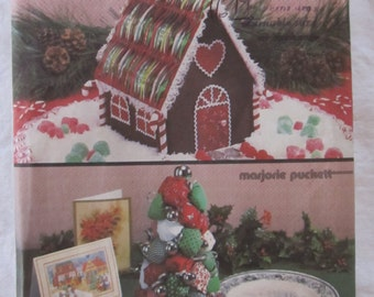 SIMPLICITY CRAFTS 7639 --Christmas Wreath, Cottage, Tree and Boot-- craft pattern --1986