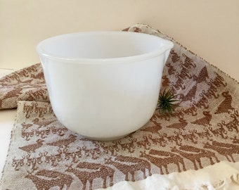 Vintage Milk Glass Mixing Bowl / Vintage Sunbeam Mixing Bowl