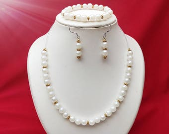 Pearly white parure in glass beads