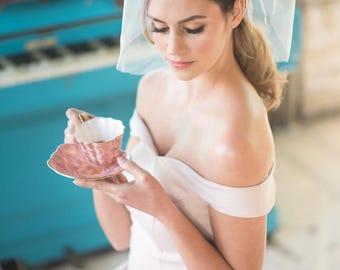 Hochzeitsschleier, kurze Brautschleier CONSTANCE mit Swarovskistrass, abnehmbare Schleife Fascinator, ausgefallene Federn, auf Bestellung gefertigt