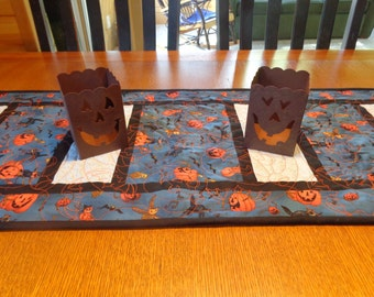 Halloween Quilted Table Runner, Pumpkins Quilted Table Topper, Black Cats Quilted Table Runner, Free US Shipping