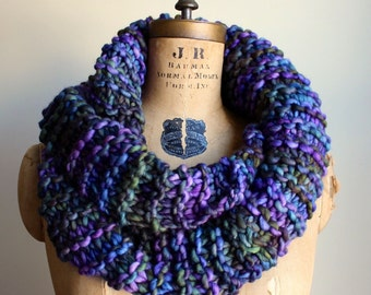 Sale! Chunky knit cowl. Green. Purple. Blue. Circle scarf. Infinity scarf.