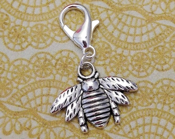 SIlver tone bee crochet stitch marker. Silver plated with 14mm lobster claw clasp. Hand made by Kathryn of Crafternoon Treats