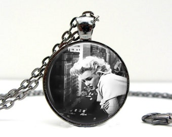Marilyn Monroe Necklace - Overlook - Glass Picture Pendant Photo Pendant (1466)