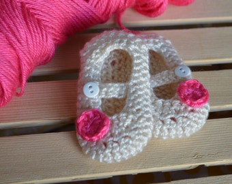 Crochet booties, Baby booties, Mary Jane infant booties, Ivory flower booties, Newborn Pink flower booties, Girls Mary Jane bootie