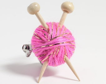 Sparkly Pink Wool Knitter's Brooch - Ball of Yarn and Knitting Needles