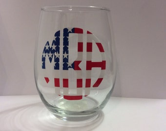 Fun, patriotic American Flag stemless wine glass! Show your patriotism with this fun, stars and stripes monogrammed custom wine glass!