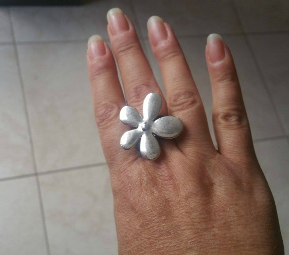 Flower ring, leather ring, women ring, boho ring, bohemian ring, Women flower ring ,feminine ring, unique ring, customizable ring, uno de 50