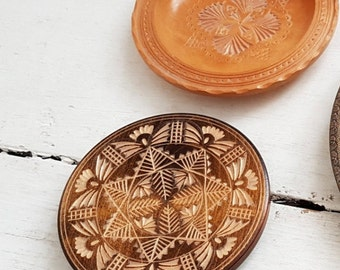 2 Vtg WOODEN carved DISHES vintage plates wooden plate for Fruits wall decor decorative plate kitchen & wood plate for Kitchen Oak Wooden plate Dinner plate