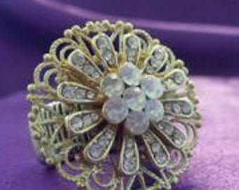 RING: Exquisite Gold Scrolled Rhinestone Flower Cabochon Stretch Ring