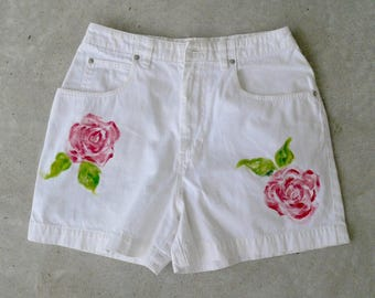 Women's White Shorts Hand Painted Roses Size Ten Zipper Front Jean Shorts by VintageReinvented