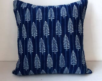 Square decorative pillow, cotton block print indigo and white, double fleece