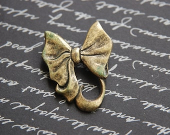 Adorable vintage dark gold tone bow-tie/ ribbon/ bow brooch/ pin