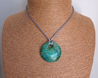 Pebble pendant necklace green inks / blue