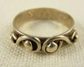 """Size 9 Vintage Sterling Engraved """"Mom""""  Ring"""