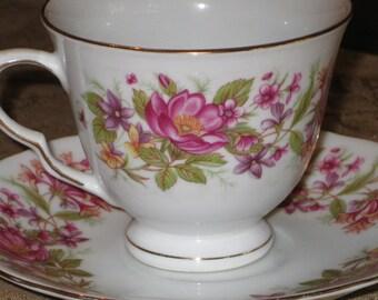 Soucoupe et tasse à thé temps Vintage