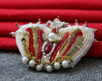 The  brooch-Crown,Embroidered  with metallic threads,seed beads, glass beads and sequins