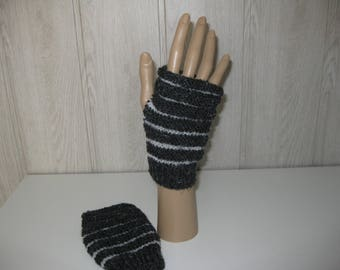 color black/gray wool mittens