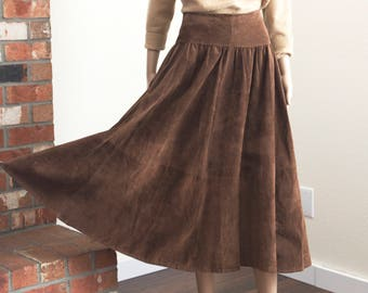 vintage 80s suede skirt / full midi high waist skirt / brown suede midi skirt size 8