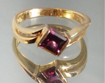 ON SALE 14K Solid Yellow Gold Princess Cut Raspberry Tourmaline Ring Retro Vintage