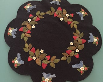 North Cat-Olina Quilts, Blue Birds and Strawberries Mat, Wool Applique Pattern
