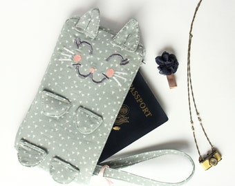 Kitten Clutch / Jolie. Gray triangles wristlet purse. Travel wristlet bag. Cat purse. Cute gift idea for her. Travelers clutch. Cat wristlet