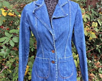1970s Ladies Wrangler Denim Jacket / Vintage Women's Jean Jacket / Womens Western Jean Coat / Ladies Wrangler Denim Jacket - Size Small