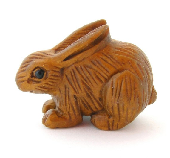 Ojime style hand carved rabbit boxwood button