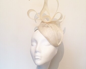 Hats #ascot #epsom #cheltenham #melbournegoldcup #dubaigoldcup #races #couturehats #bespokehats #goldcup #royalascot #goodwood #ladiesday