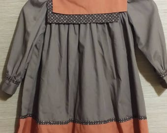 The cutest simple  littlie girl, old fashion dress, from the 1980's