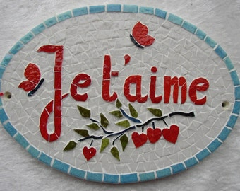 """Oval plate: """"I love you"""" mosaic decor red with two butterflies."""