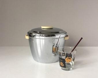 Vintage Thermos Ice Bucket, 1950s Chrome Ice Bucket, Art Deco Style Bakelite Handles, Mid Century Retro Barware, Bar Cart Decor