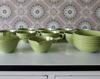 Set of 20 Melamine Dishes, Green Melmac Dishes, Green Melamine Bowls, Sun-Valley Melmac, Green Dishes, Retro Dishes, Green Plastic Dish Set