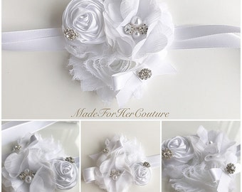 White wedding Corsages, rustic Wrist Flower, Wrist Corsage, rustic Wedding Corsage, white Corsage, Wedding Wrist Band, rustic wrist band