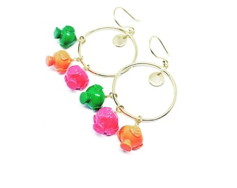 Earrings with colored Pumi