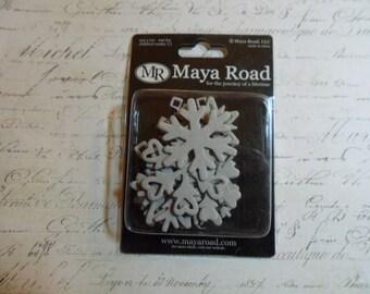 Maya Road: Snowflake - Mini Chipboard - 18 Designs In a 18 Piece Set